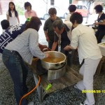 04_お待ちかねの鶏チャンの昼食。茂さんの味噌汁が美味しかったヨ!!